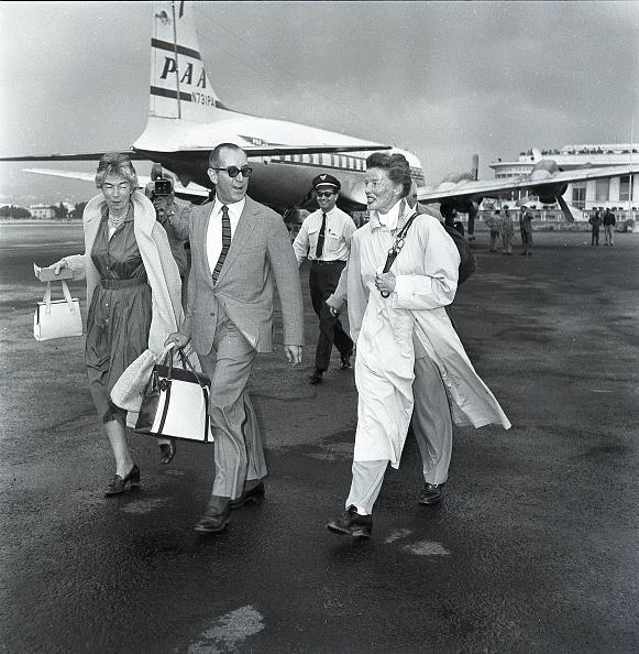 Elegance「American actress Katharine Hepburn at the airport in Rome in 1959」:写真・画像(19)[壁紙.com]