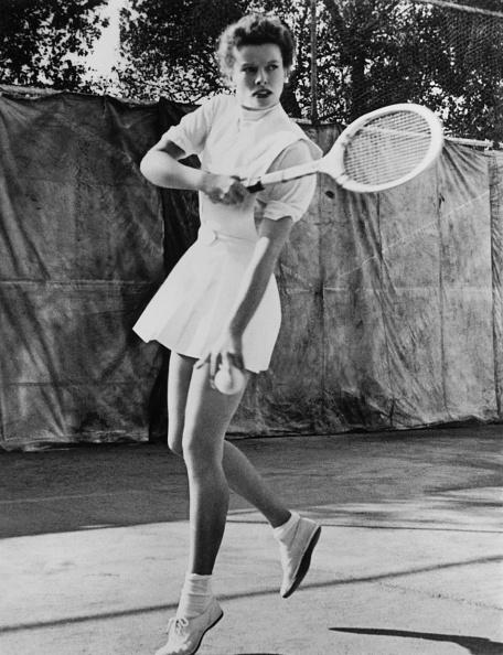 スポーツ用品「Hepburn On Tennis Court」:写真・画像(1)[壁紙.com]