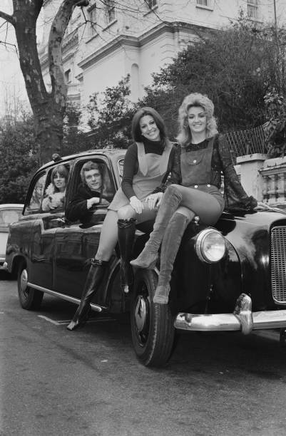 Victor Blackman「Dullea on a black cab」:写真・画像(15)[壁紙.com]