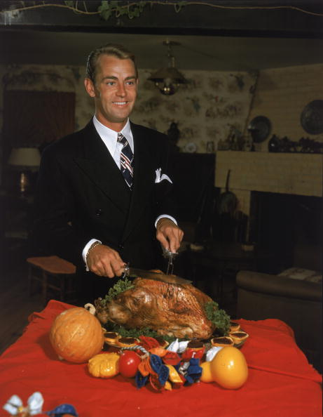 Turkey Meat「Alan Ladd Carves Thanksgiving Turkey」:写真・画像(13)[壁紙.com]