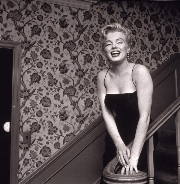 写真「Marilyn Monroe On Staircase」:写真・画像(14)[壁紙.com]