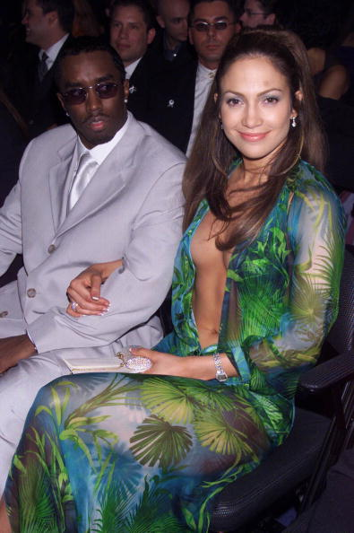 "Green Dress「Jennifer Lopez and Sean ""Puff Daddy"" Coombes」:写真・画像(19)[壁紙.com]"
