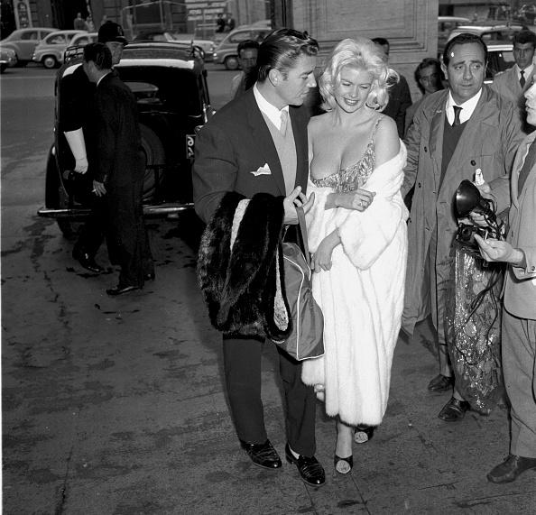 1950-1959「American actress Jayne Mansfield and actor Mickey Hargitay in Rome, 1959」:写真・画像(3)[壁紙.com]