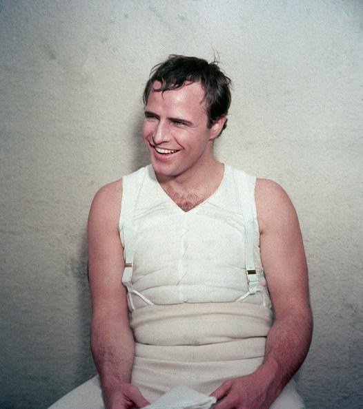 カラー画像「Marlon Brando Laughing On Film Set」:写真・画像(12)[壁紙.com]
