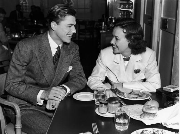 Dining Room「Ronald Reagan & Margaret Lindsay」:写真・画像(14)[壁紙.com]