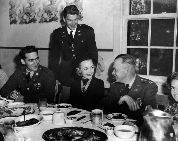 Politician「Ronald Regan & Jane Wyman At Dinner」:写真・画像(9)[壁紙.com]
