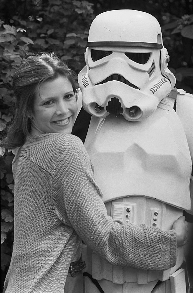 Stormtrooper - Star Wars「Carrie Fisher with a Stormtrooper」:写真・画像(14)[壁紙.com]