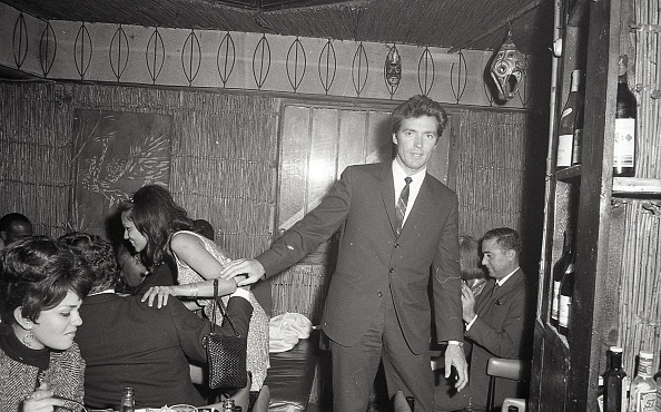 Young Adult「American actor Clint Eastwood at the Hawaiian bar in 1967」:写真・画像(15)[壁紙.com]