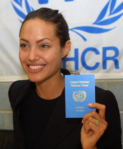 アンジェリーナ・ジョリー「Angelina Jolie Appointed UNHCR Ambassador」:写真・画像(19)[壁紙.com]