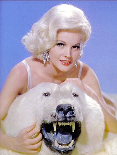 Stuffed「American actress Carroll Baker with stuffed polar bear c. 1964」:写真・画像(5)[壁紙.com]