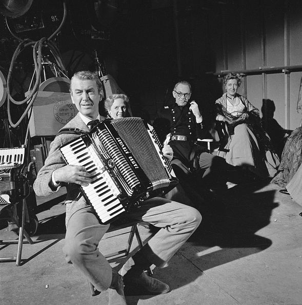 Accordion - Instrument「Jimmy Stewart Plays Accodion」:写真・画像(15)[壁紙.com]