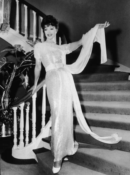 Showing Off「Loretta Young Hosts Her TV Show」:写真・画像(12)[壁紙.com]