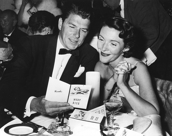 Actor「Ronald And Nancy Reagan At Restaurant Table 」:写真・画像(14)[壁紙.com]