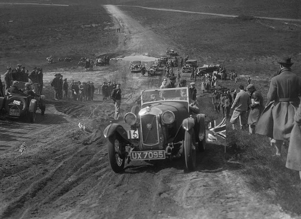 Country Road「1930 Salmson competing in a motoring trial, Bagshot Heath, Surrey, 1930s」:写真・画像(19)[壁紙.com]
