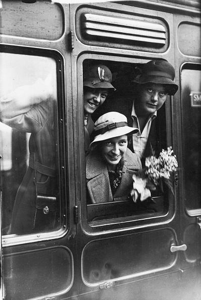 Railroad Car「Women Cricketers」:写真・画像(2)[壁紙.com]