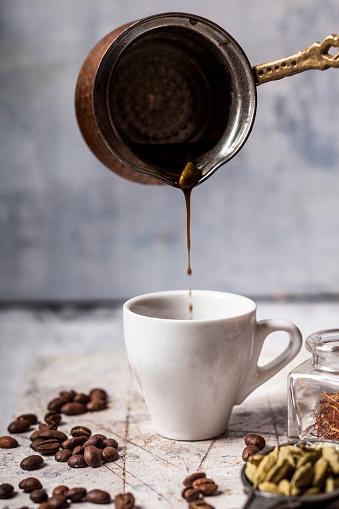 Arabic Style「Pouring Arabian Coffee into cup」:スマホ壁紙(12)