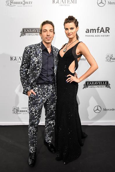 ディーニョ・ディニス「2018 amfAR Gala Sao Paulo - Arrivals」:写真・画像(13)[壁紙.com]