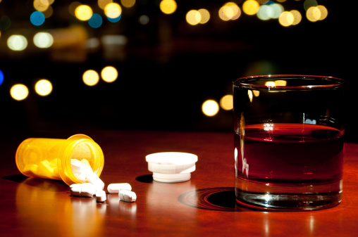 Financial District「Whisky or Rum and a bottle of spilled pills」:スマホ壁紙(12)