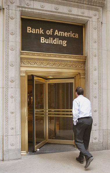 Entering「Bank Of America Slashes 12,500 Jobs In Wake Of Fleet Merger」:写真・画像(9)[壁紙.com]