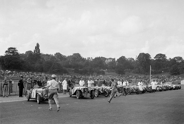 Racecar「Drivers running to their cars at the start of the Imperial Trophy race, Crystal Palace, 1939」:写真・画像(3)[壁紙.com]