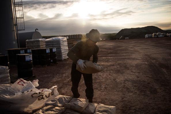 Shale「Oil Boom Shifts The Landscape Of Rural North Dakota」:写真・画像(14)[壁紙.com]