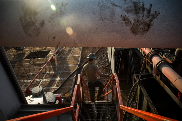 Shale「Oil Boom Shifts The Landscape Of Rural North Dakota」:写真・画像(17)[壁紙.com]