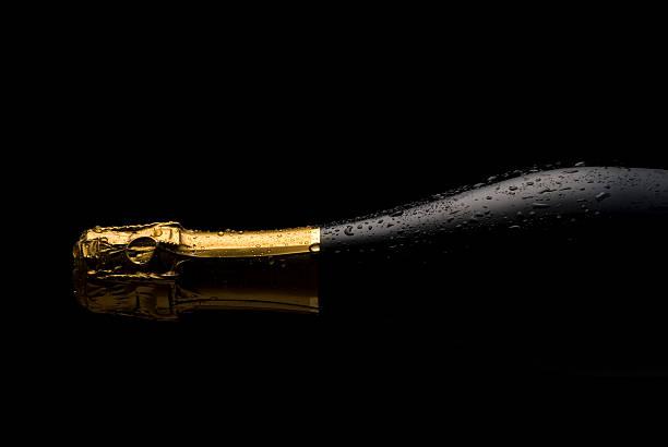 Cold Champagne bottle:スマホ壁紙(壁紙.com)