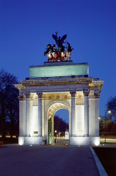 Corner「The Wellington Arch, Hyde Park Corner, London, c2000s(?)」:写真・画像(1)[壁紙.com]