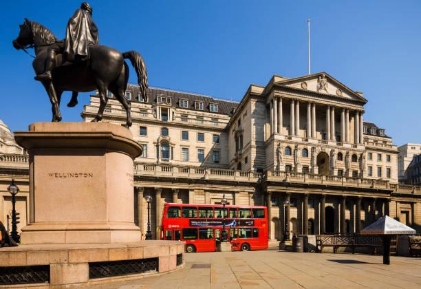 The Wellington statue and the Bank of England:スマホ壁紙(壁紙.com)