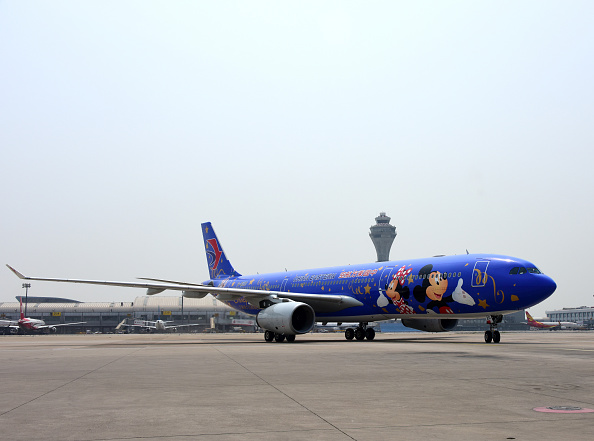Mickey Mouse「Disney-themed Plane Makes Debut From Shanghai To Beijing」:写真・画像(1)[壁紙.com]