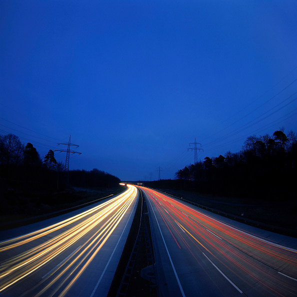 Spot Lit「Motorway traffic at night」:写真・画像(7)[壁紙.com]