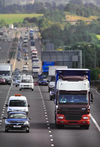 Road Marking「Motorway traffic on the M5 Northbound Gloucestershire UK」:写真・画像(5)[壁紙.com]