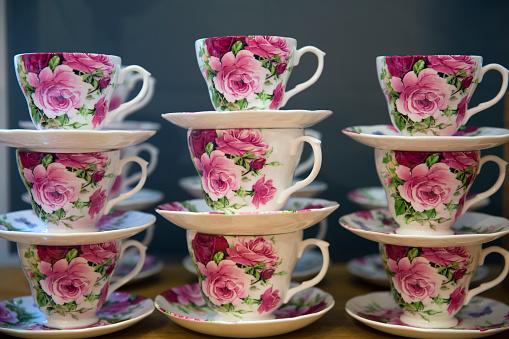 Oxford Street「Tea cups for sale in shop window.」:スマホ壁紙(11)
