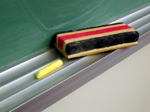 Chalk - Art Equipment「Chalk and brush resting on black board」:スマホ壁紙(1)
