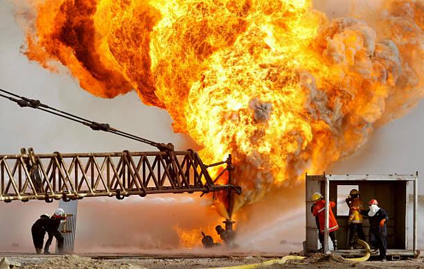 Oil Fires Burn In Iraq:ニュース(壁紙.com)