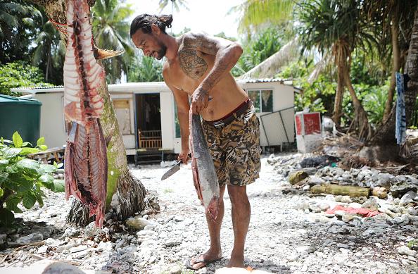 Fisherman「Rising Sea Levels Threaten Coral Atoll Nation Of Tuvalu」:写真・画像(14)[壁紙.com]