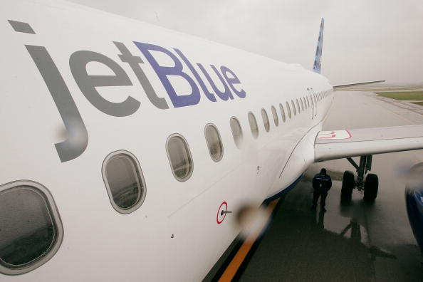 Commercial Airplane「Jet Blue To Begin Operations At O'Hare Airport」:写真・画像(4)[壁紙.com]