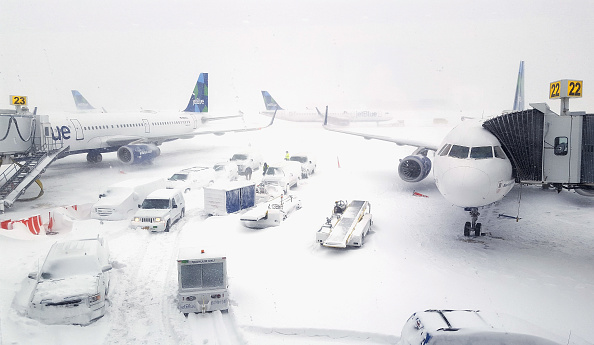 Kennedy Airport「Massive Winter Storm Brings Snow And Heavy Winds Across Large Swath Of Eastern Seaboard」:写真・画像(1)[壁紙.com]