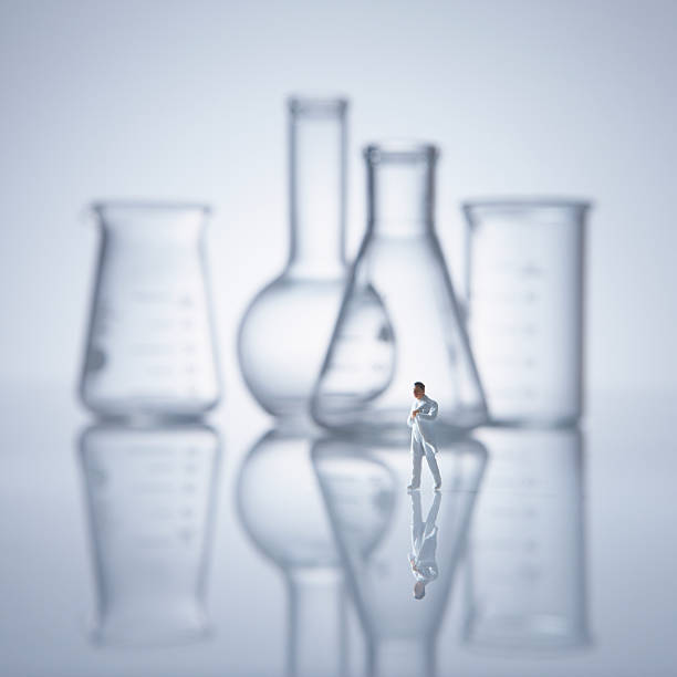 Flask, beaker, and researcher.:スマホ壁紙(壁紙.com)