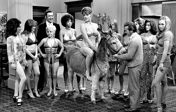 Donkey「Carry On Girls」:写真・画像(12)[壁紙.com]