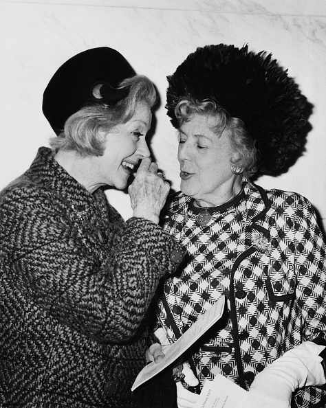 Senior Women「Evelyn Laye And Cicely Courtneidge」:写真・画像(10)[壁紙.com]