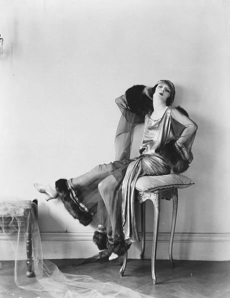 Stool「Elsie Posing」:写真・画像(2)[壁紙.com]