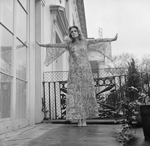 Comedy Film「Joanna Lumley」:写真・画像(17)[壁紙.com]