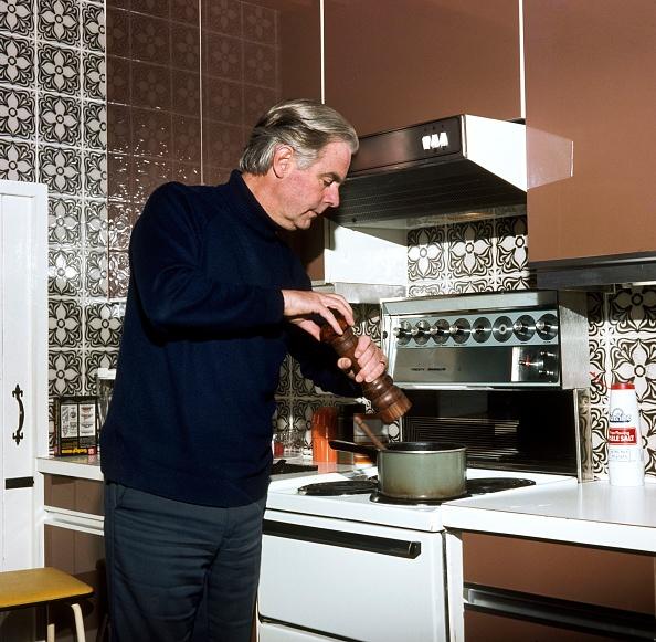 Kitchen「Portrait Of Ian Carmichael」:写真・画像(10)[壁紙.com]