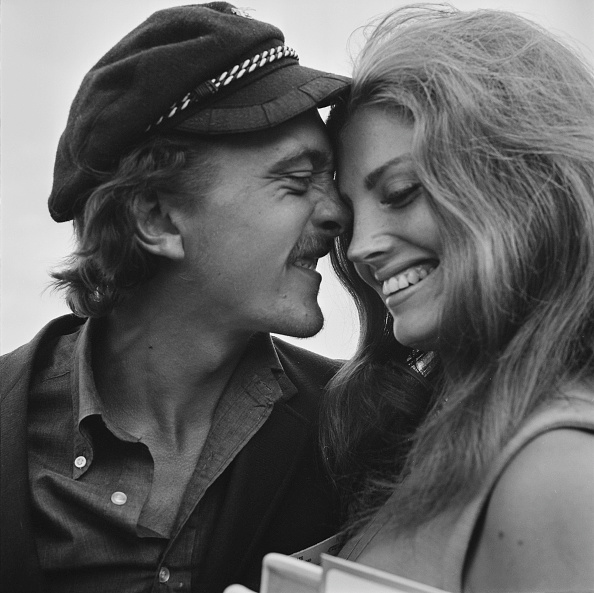 対面「David Hemmings And Gayle Hunnicut」:写真・画像(17)[壁紙.com]