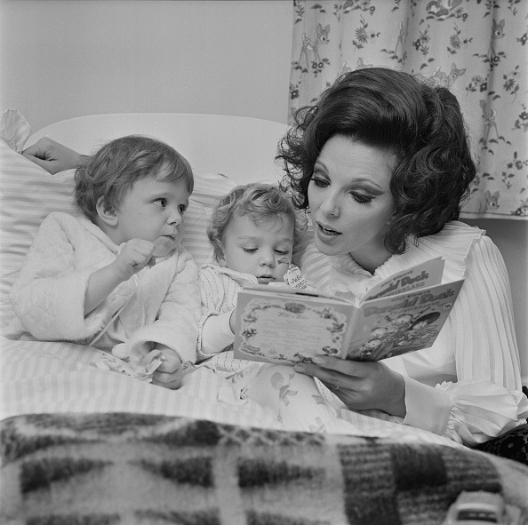 Picture Book「Joan Collins」:写真・画像(4)[壁紙.com]