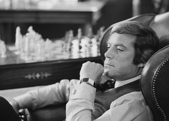 Sitting「Oliver Reed」:写真・画像(10)[壁紙.com]