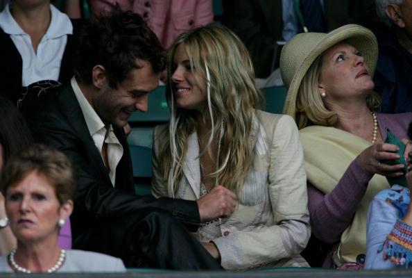 Jo Miller- South African Actress「Celebrities At Wimbledon 2004」:写真・画像(11)[壁紙.com]