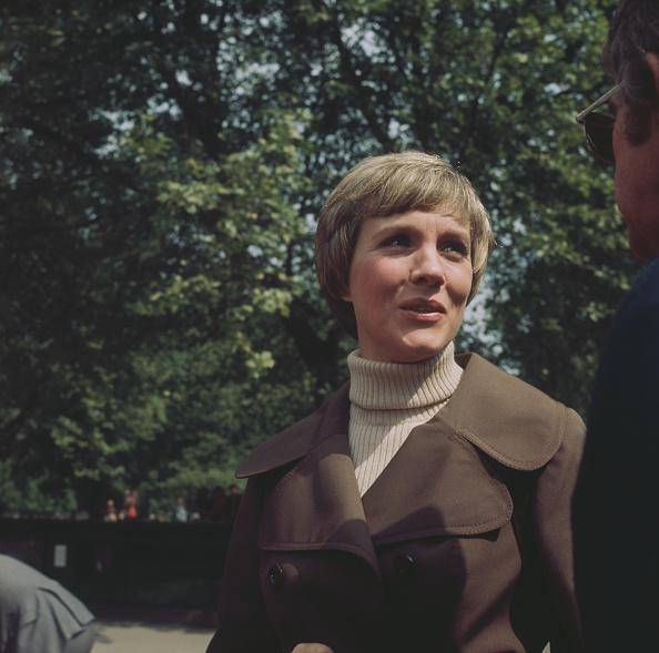 High Collar「Julie Andrews」:写真・画像(13)[壁紙.com]