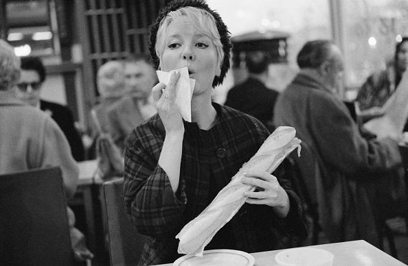 Napkin「Petula Clark in Paris」:写真・画像(2)[壁紙.com]